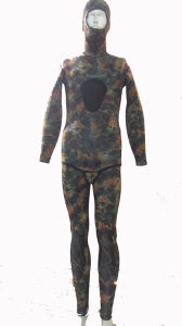 Waterproof and Soft Neoprene Camouflage Spearfishing Wetsuit pictures & photos