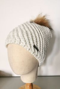 Women′s Fashion Winter Knitted Hat with Fancy Pattern and Fake Fur Pompon