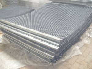 Crimped Wire Mesh Used as Vibrating Screen in Mining pictures & photos