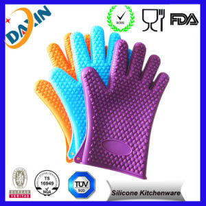 Potholder Heat Resistant Grilling Silicone BBQ Gloves pictures & photos