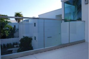 Aluminium U Channel Glass Railing with Stainless Steel Handrail