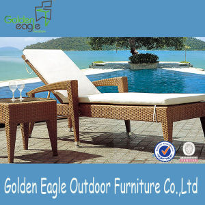 Durable PE Rattan Aluminum Beach Chair Lounger with Table
