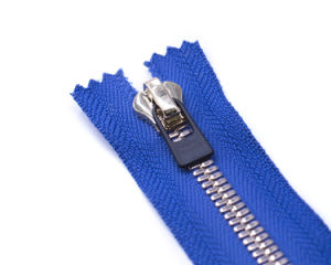 Metal Zipper with Rubber Puller/Closed End& Open End/Y-Teeth&E-Sharp Teeth&Special Teeth pictures & photos