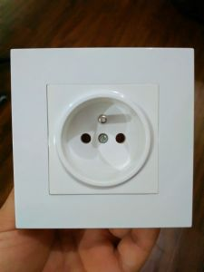 Good Quality French Type One Gang Wall Socket pictures & photos