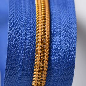 High Quality Nylon Zipper, China Wholesale Nylon Zipper for Garments pictures & photos
