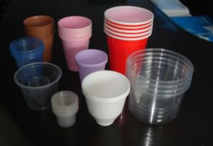 Donghang Automatic Plastic Cup Rim Rolling Machine pictures & photos