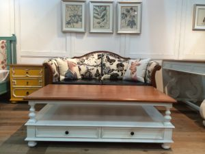 High-Quality Coffee Table in Drawing Roomantique Furniture
