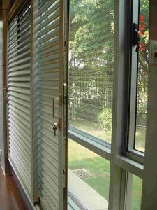 Thermal Breakl Aluminium Sliding Glass Doors with Mosquito Net pictures & photos