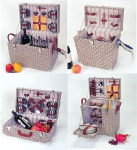 Wooden Picnic Hamper for 2 Persons or 4 Persons
