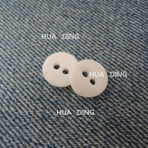 2-Hole Fashion White Plastic Sewing Button for Garment (HD2014-16) pictures & photos