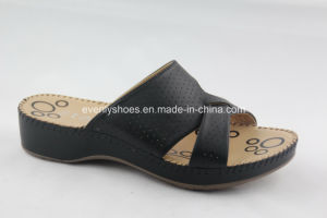 Hot Style Platform Design Lady′s Flip Flop with Holey Upper pictures & photos
