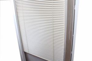 China Aluminum Slat Venetian Blinds White Vertical Shutter China
