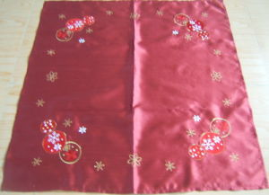 Perfect Quality Embroidered Tablecloth (MA2933)