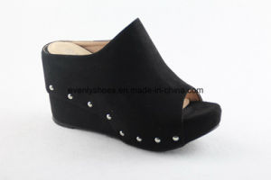 Simple Fashion Women Slipper with Wedge Design pictures & photos