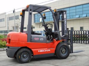 2 Ton Diesel Forklift on Sale pictures & photos