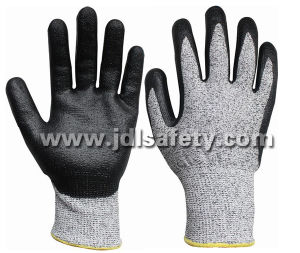 Cut Protective Work Glove with Black Foam Nitrile Coated (NDF8032) pictures & photos