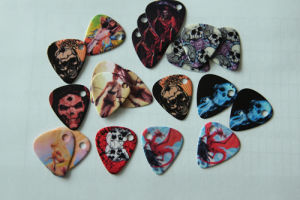 Guitar Picks with Holes (GP-303) pictures & photos