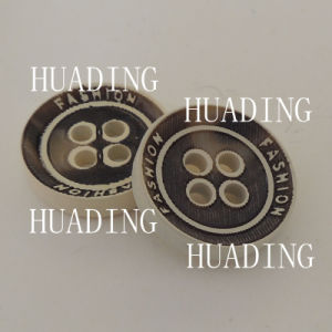 4-Hole Sewing Fashion Wooden Button of Garmen (HD1145-15) pictures & photos