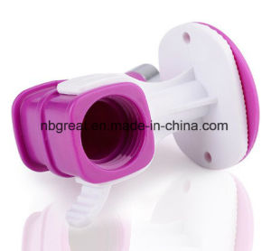 Dog Hanging Water Dispenser Pet Water Drinking Head Water Feeder pictures & photos