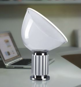 High Quality Modern Room Bedside Table Light (329T) pictures & photos
