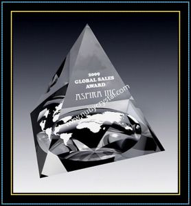 Crystal Pyramid Paperweights for Corporate Promotion Gift pictures & photos