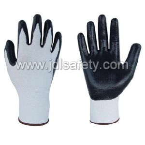 Anti-Cut Safety Glove with Nitrile Dipping (PD8031) pictures & photos
