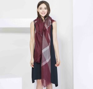 100%Cashmere Fashion Yarn Dye Plaid Square Scarf pictures & photos