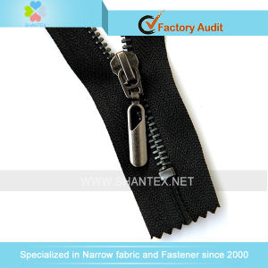 No. 5 Brass Zipper Black Nickel Plating pictures & photos