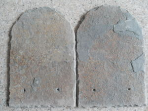 Natural Split Face Black Slate Roof Tile with Drilled Holes pictures & photos