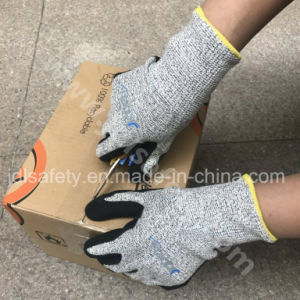 ANSI Cut Level A4 Work Glove with Nitrile Coated pictures & photos