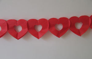 Red Heart Paper Garlands for Valentine′s Day