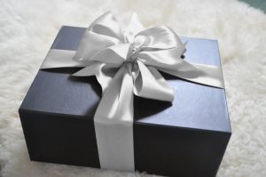 Black Paper Gift Packing Box/Packaging Box with Ribbon