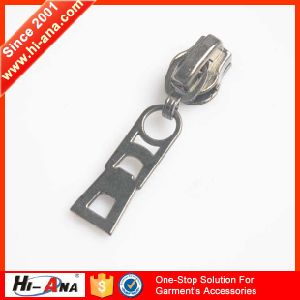 Within 2 Hours Replied High Quality Designer Metal Zipper Pull pictures & photos