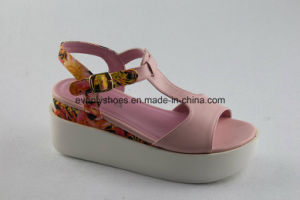 Platform Design Lady Fashion Sandal with T-Strap pictures & photos