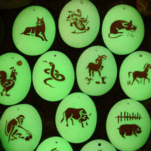 Round Glowing Glass Pebble Stone pictures & photos