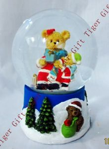 Polyresin Christmas Bear Family Snowglobe 80mm Tg2275