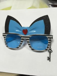 Alice in The Wonderland Sunglasses pictures & photos