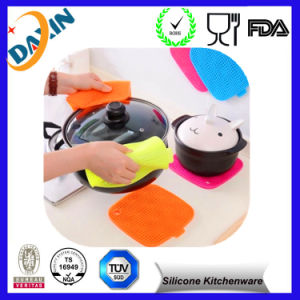 Food Grade Silicone Anti-Skidding Mat for Kitchenware pictures & photos