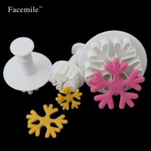 Christmas Snowflake Plunger Mold Cake Decorating Tool pictures & photos