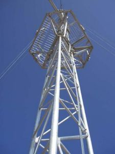 Hot-DIP Galvanized Medium-Wave Telecom Q345 Steel Tower (LT-17) pictures & photos