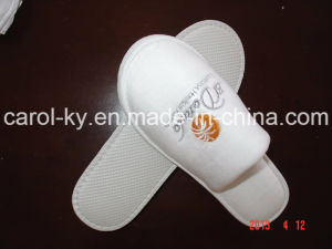 Hotel Cotton Velvet Embroidered Logo Disposable Slipper pictures & photos