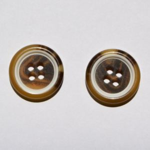 Factory Fashion 4 Holes Resin Plastic Button pictures & photos