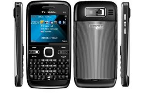 Qwerty Keyboard 4 Band Mobile Phone with TV JAVA (E72 PRO)