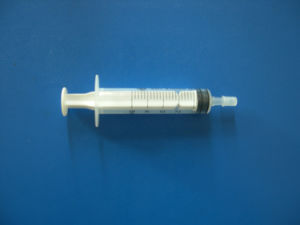 Disposable Syringe with Needle (5ml luer slip) pictures & photos