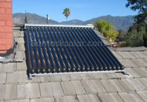 Evacuated Tube Solar Water Heater for Villa Use pictures & photos