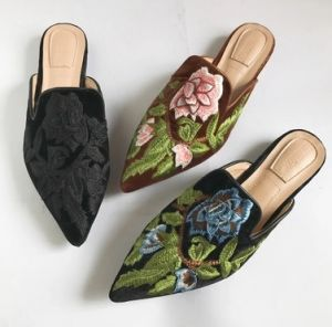 China Ladies Leather Flat Pointed Toe