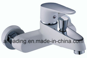 Chromed and Painting White Bathtub Faucet pictures & photos