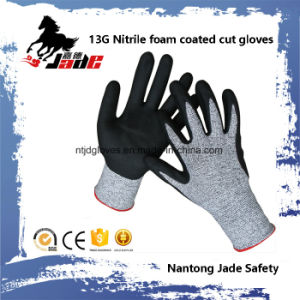 13G 3/4 Nitrile Foam Coated Cut Resistant Safety Work Glove pictures & photos