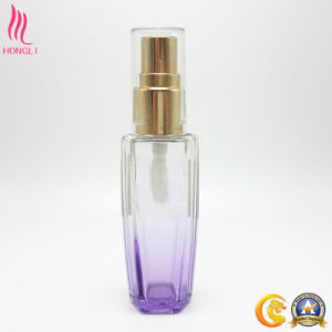 Translucent Purple Quadrangle Shaped Cream Bottle with Golden Sprayer pictures & photos