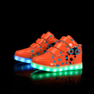 2017 Factory Wholesale Recharge Flash Children Sneakers Wholesale LED Shoes with Light pictures & photos